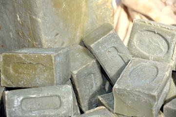 savon de marseille bio en équilibre au marché provençal