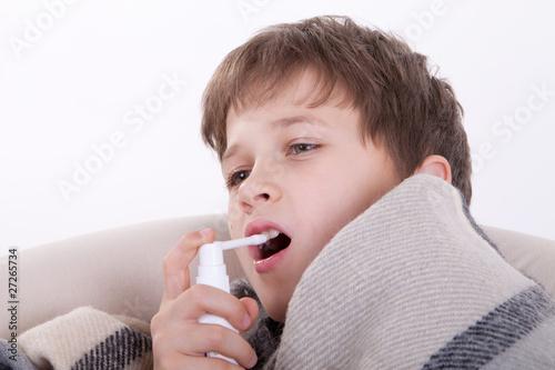 Как вылечить горло у детей в домашних условиях