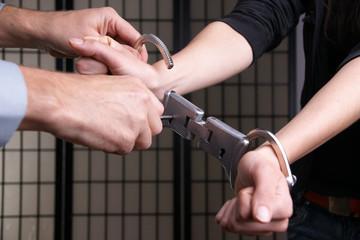 Handschellen gefängnisstrafe Freiheitsstrafe