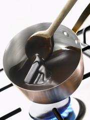 Faire fondre du chocolat noir à la casserole