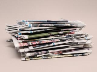 Tageszeitungsstapel