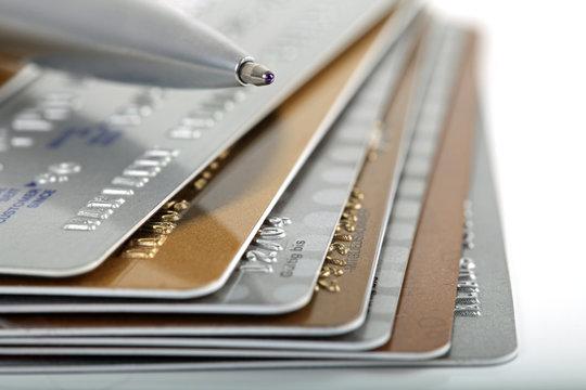 Kreditkarten mit Kugelschreiber