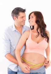 pregnant couple measure belly