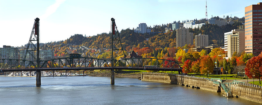 Hawthorne Bridge Portland Oregon in the Fall