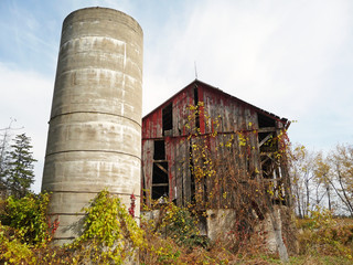 Abandoned barn in autumn