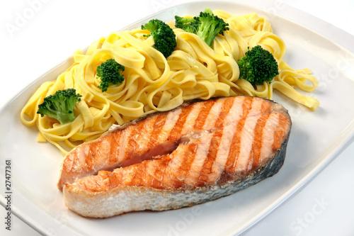 Salmon Al Grill Y Pasta Con Brocoli