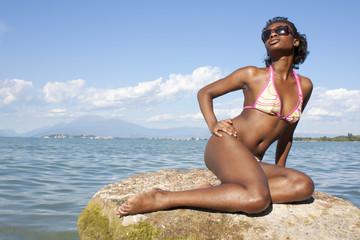 sensuale ragazza africana in bikini