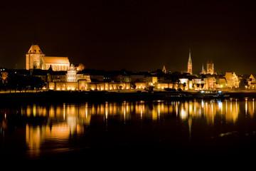 Obraz Miasto Toruń nocą - fototapety do salonu