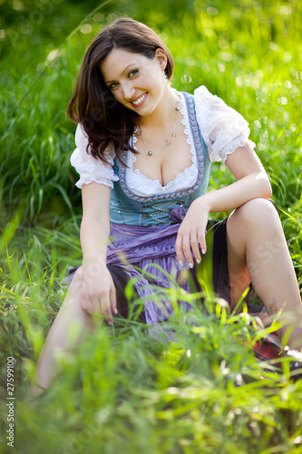 Nackte Frauen und Gras