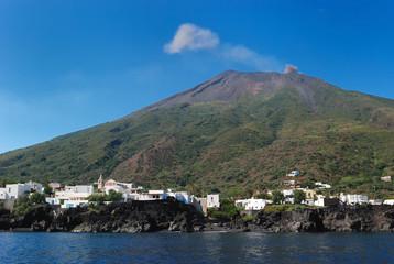 Strombolis volcan town