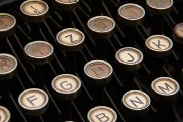 Buchstaben einer alten Schreibmaschine