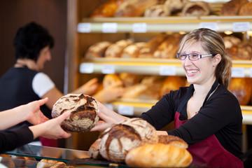 Keuken foto achterwand Bakkerij freundliche verkäuferin in der bäckerei
