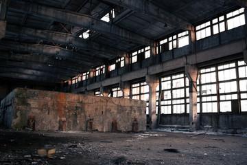 Tuinposter Oude verlaten gebouwen Abandoned Industrial interior
