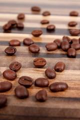 Kaffeebohen auf einem Tisch