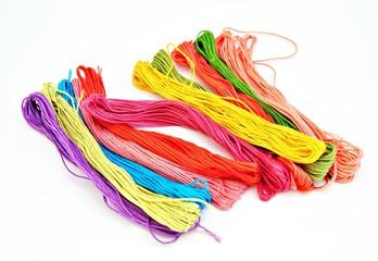 Madejas de hilos de colores