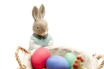 Osterhase mit bunte Eier