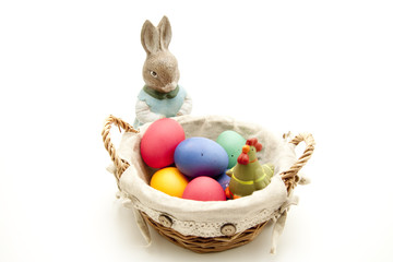 Osterhase mit Korb volll Eier