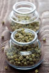 grüner Pfeffer im Glas