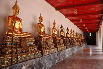 golde buddah statue in bangkok