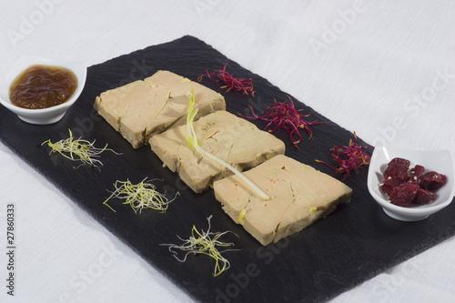 Assiette tranche de foie gras photo libre de droits sur - Decoration assiette de foie gras photo ...