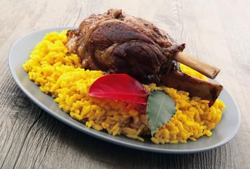 stinco di maiale con risotto allo zafferano