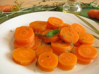 Gemüsesalat aus gekochten Möhren