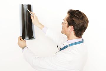 Arzt mit Röntgenbild