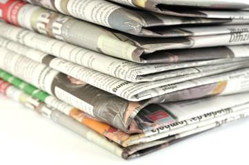 Stapel mit Tageszeitungen
