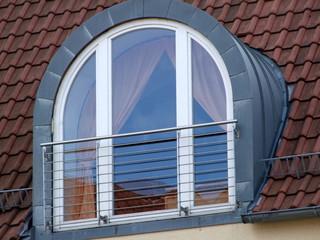 Gewölbtes Dachfenster