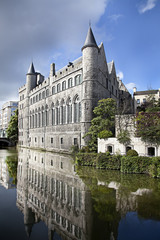 Fototapete - View of medieval castle in Bruges, Belgium