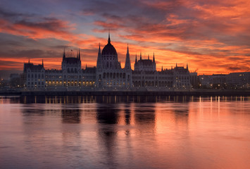 Printed kitchen splashbacks Budapest Budapest parliament building in sunrise. Hungary