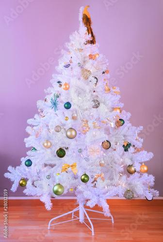 wei er weihnachtsbaum stockfotos und lizenzfreie bilder auf bild 28032359. Black Bedroom Furniture Sets. Home Design Ideas