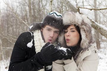 zusammen halten im schnee