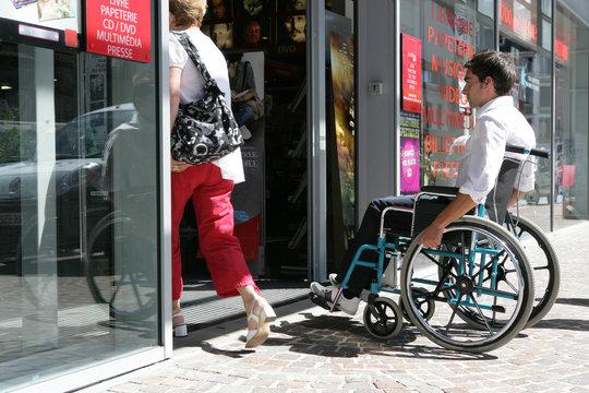 Handicap porte piétonne