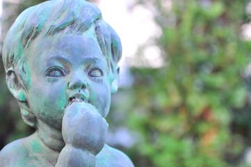 子供の彫像