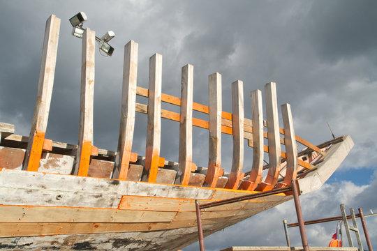 restauration en cours de bateau ancien