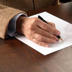 Geschäftsmann schreibt