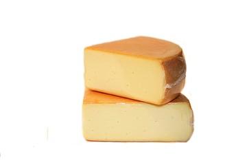 Zwei größer Stück Käse vakuumiert