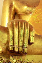 hand gold image of buddha