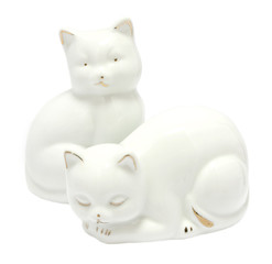 Kitsch white porcelain kitten figurines