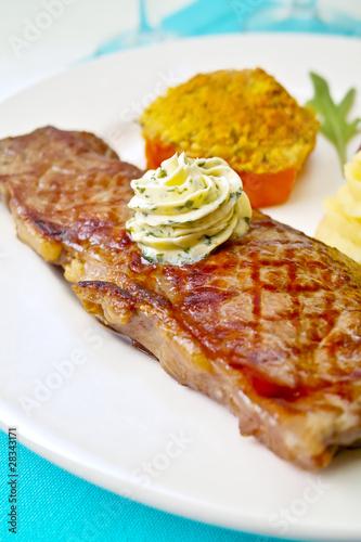 Faux filet de b uf grill beurre ma tre d 39 h tel photo - Grille indiciaire maitre de conference ...