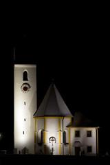 kirche bei nacht