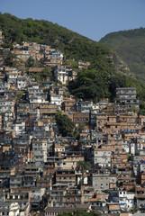 Brésil Rio la favela grignote la coline