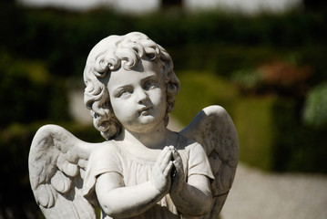 Engelfigur auf Friedhof