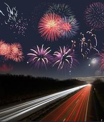 Feuerwerk über Schnellstraße