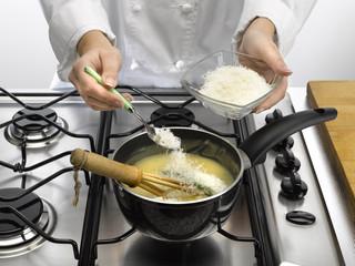 saupoudrer de farine ou de fromage
