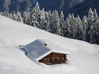 Winter Idylle mit Holzhaus