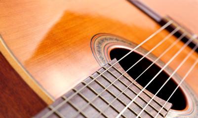 plano cerrado de guitarra española