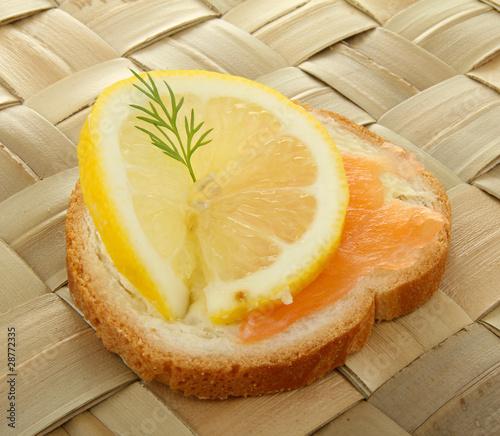 Toast canap au saumon photo libre de droits sur la for Canape au saumon