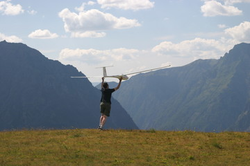 Lancer d'un planeur de 4m